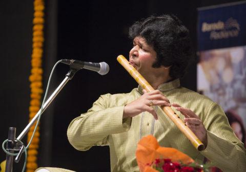 ラケーシュ・チョウラシア来日公演「インドの竹笛、天空のしらべ」