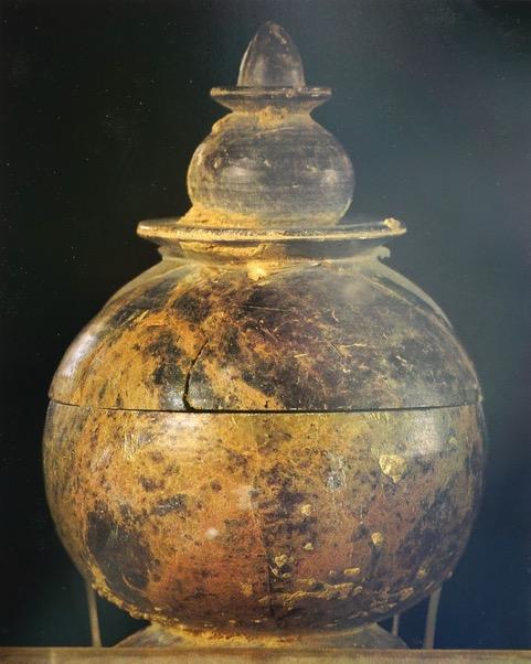 ブッダの遺骨の壺